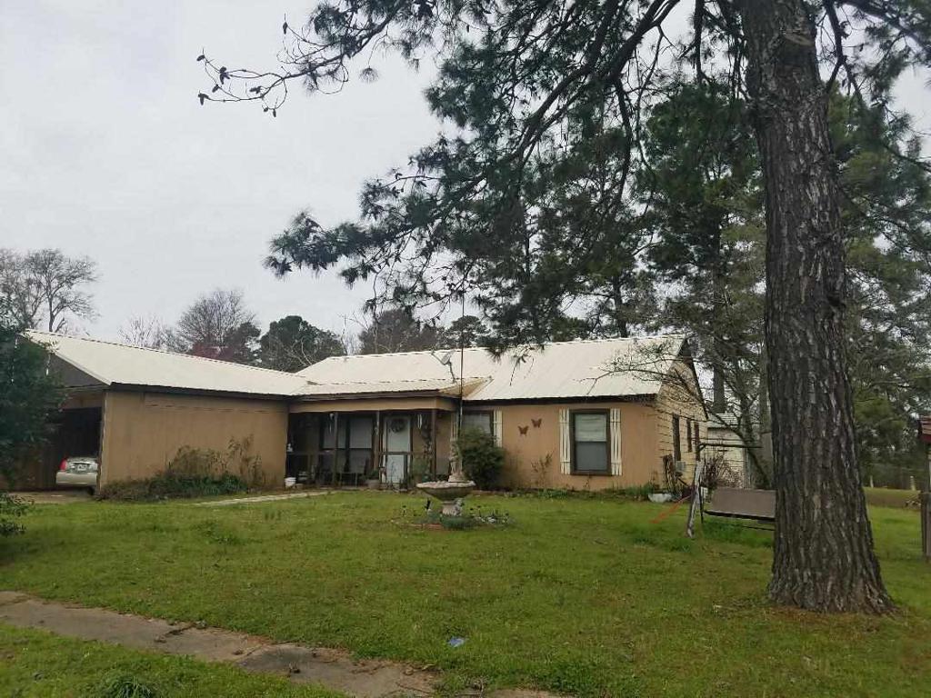 Photo of home for sale at 100 Rhyne St, Avinger TX