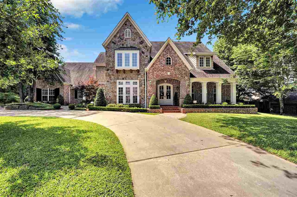 Photo of home for sale at 2209 Kingsmill Cir, Tyler TX
