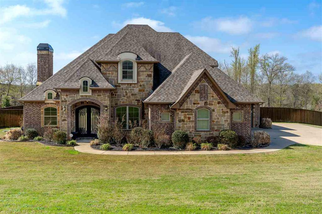 Photo of home for sale at 115 Lacebark, Longview TX