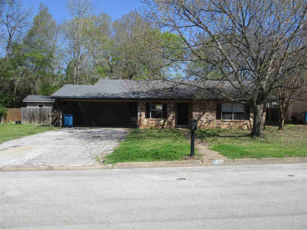 Photo of home for sale at 211 Village ST, Henderson TX