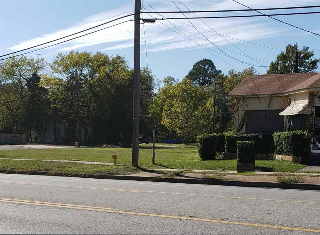 Photo of home for sale at 305,307,311 Mobberly, Longview TX