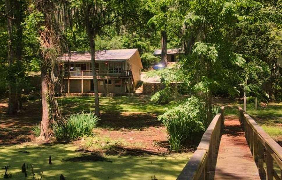 Photo of home for sale at 381 MCR 3637, Jefferson TX