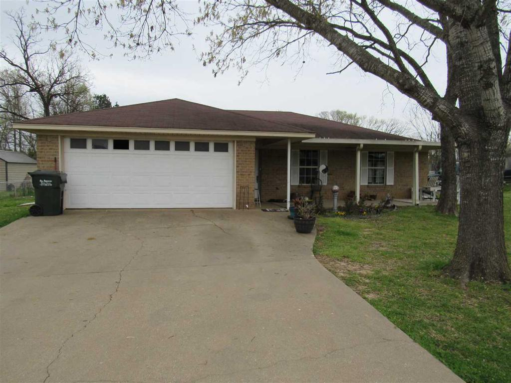 Photo of home for sale at 803 Rose Ln, Longview TX