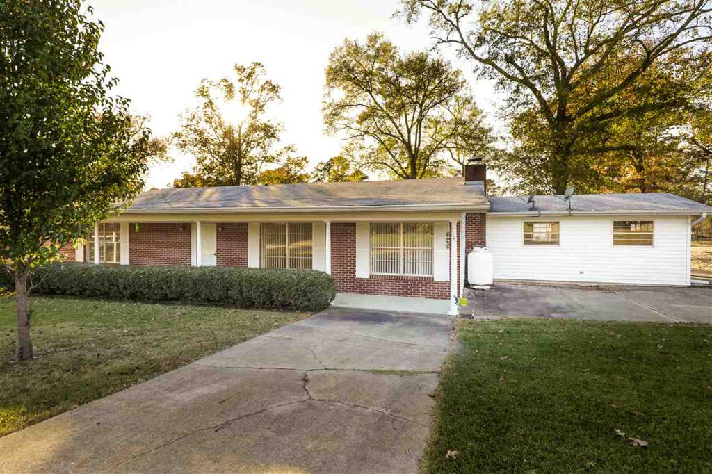 Photo of home for sale at 620 Crestwood Dr, Avinger TX