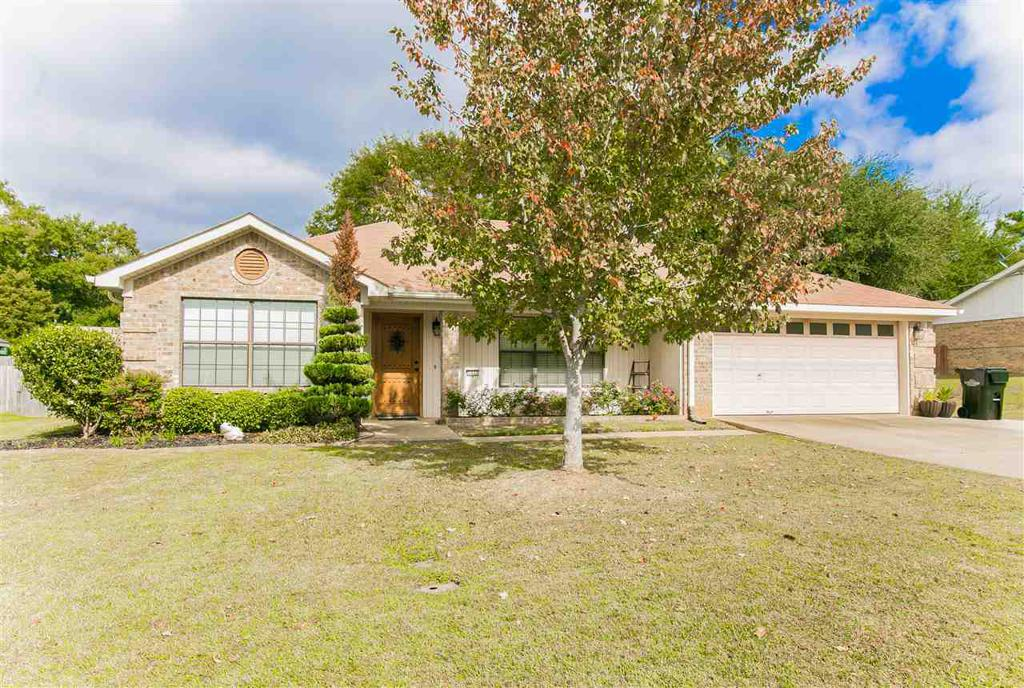 Photo of home for sale at 2013 Boston Dr, Longview TX