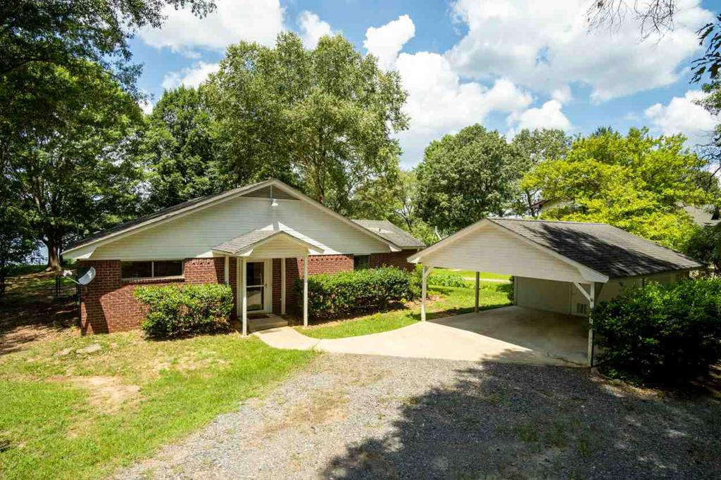 Photo of home for sale at 1809 Lake Drive, Gladewater TX