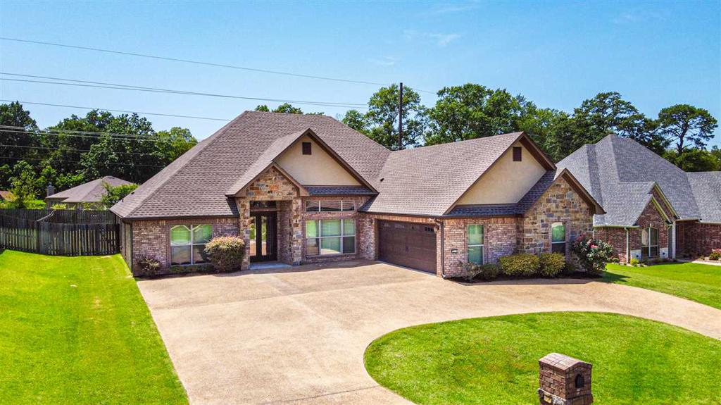 Photo of home for sale at 3811 Lavelle Ct., Longview TX