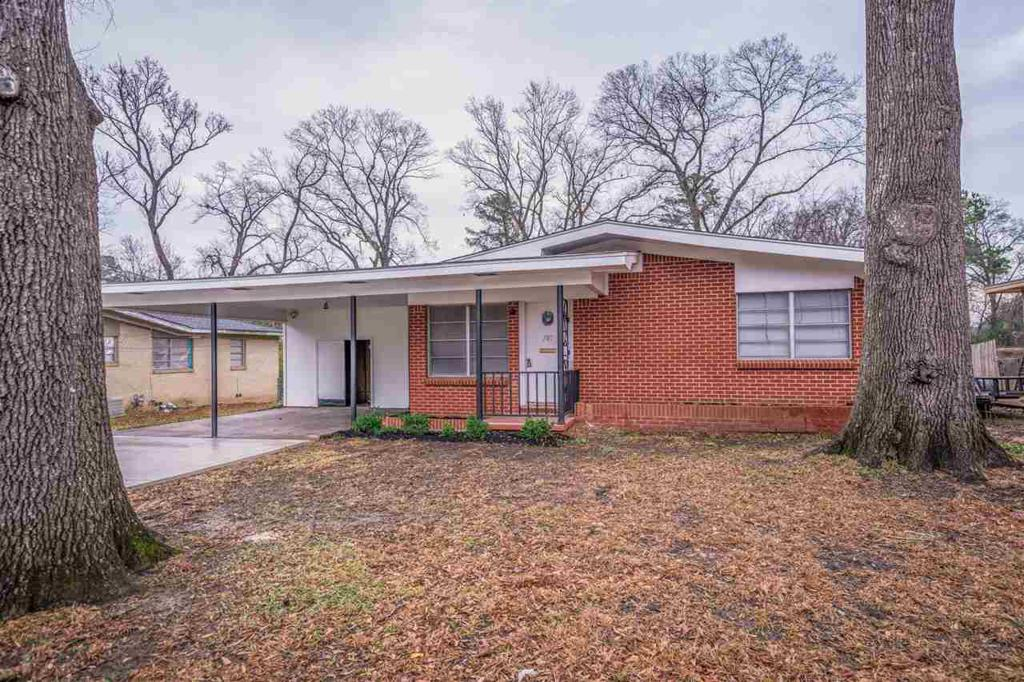 Photo of home for sale at 707 Willow Dr, Longview TX