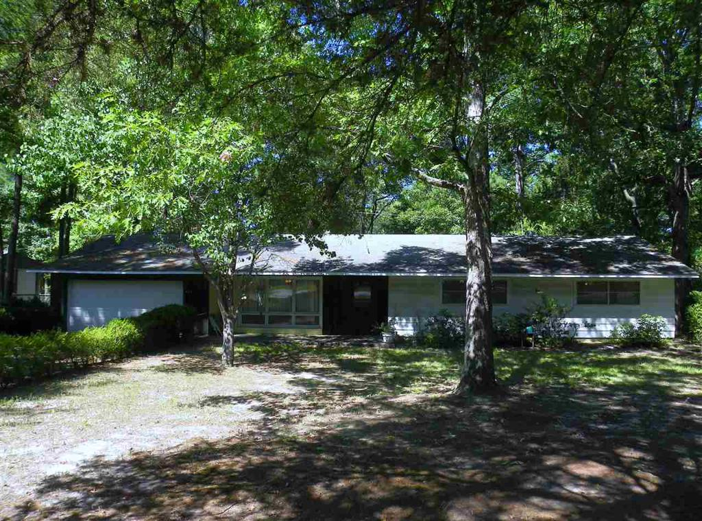 Photo of home for sale at 273 Edgemere Ave, Hallsville TX