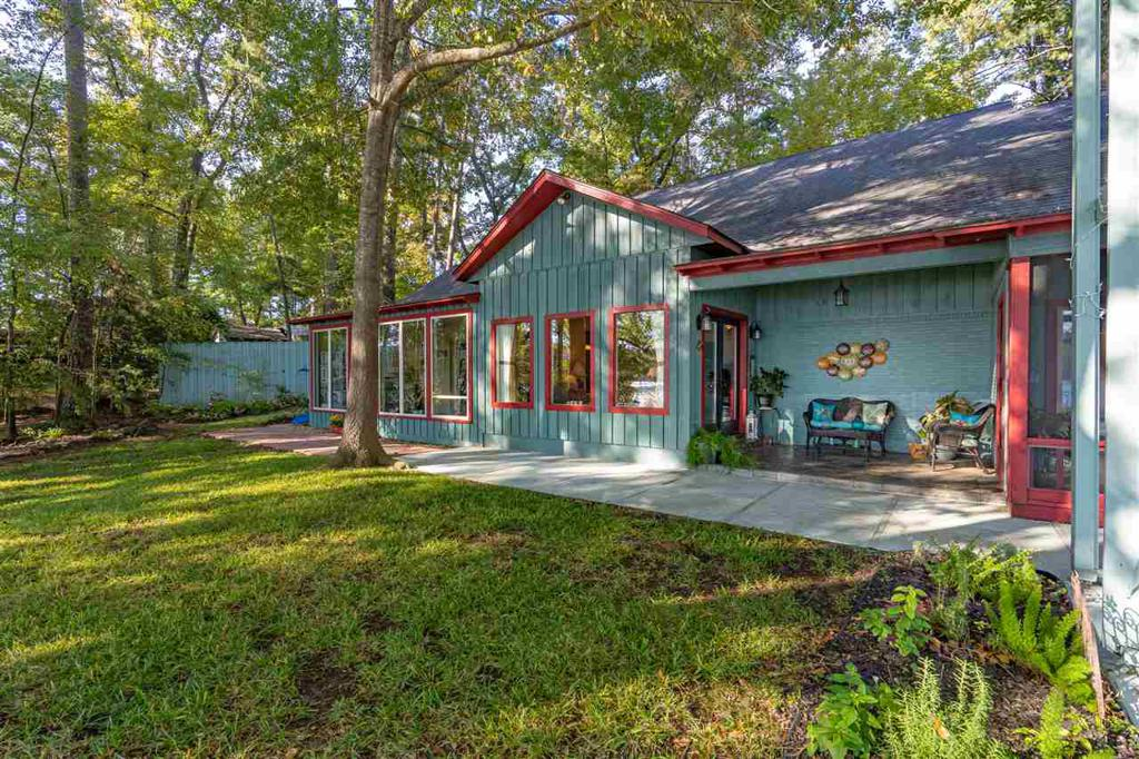 Photo of home for sale at 2022 Lake Drive, Gladewater TX