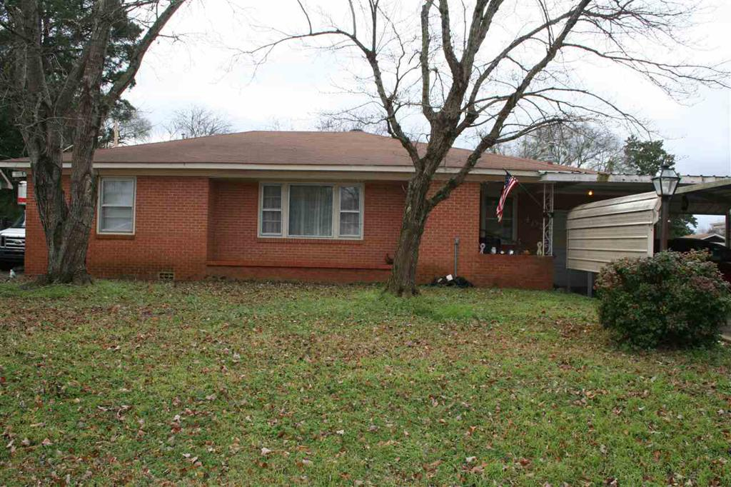 Photo of home for sale at 402 Benita Dr, Marshall TX