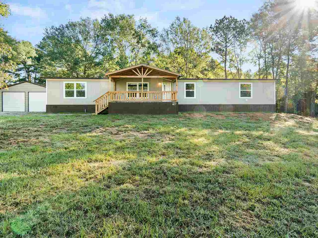 Photo of home for sale at 145 Oak Bend Trail, Marshall TX