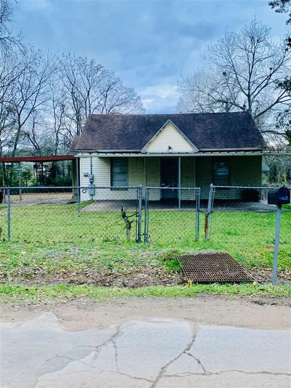 Photo of home for sale at 342 Live Oak, Carthage TX