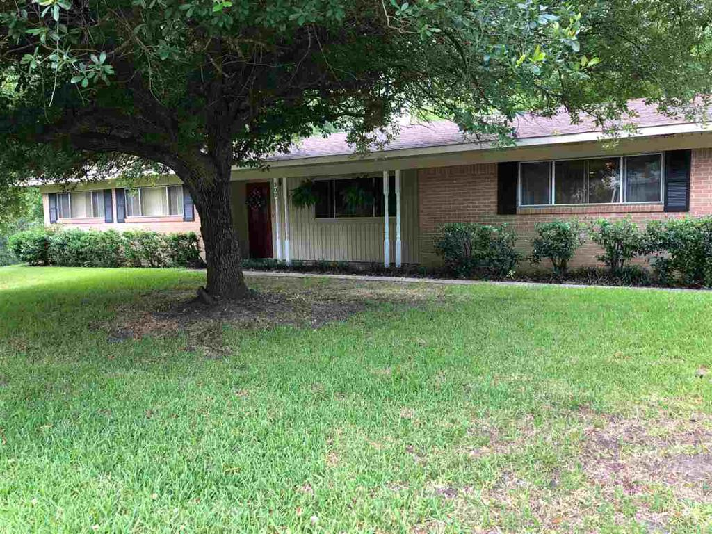 Photo of home for sale at 302 Meadowbrook, Overton TX