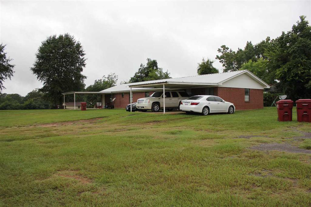 Photo of home for sale at 311 Hickory St, Queen City TX