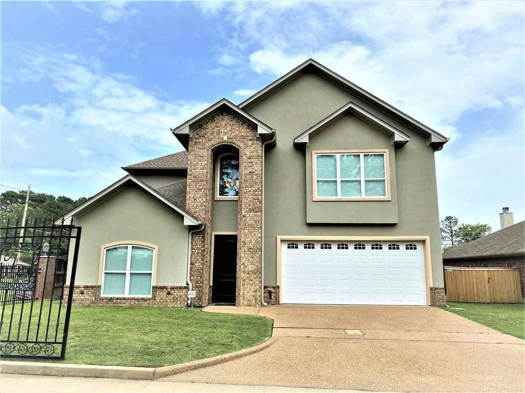 Photo of home for sale at 700 Cove Place, Longview TX
