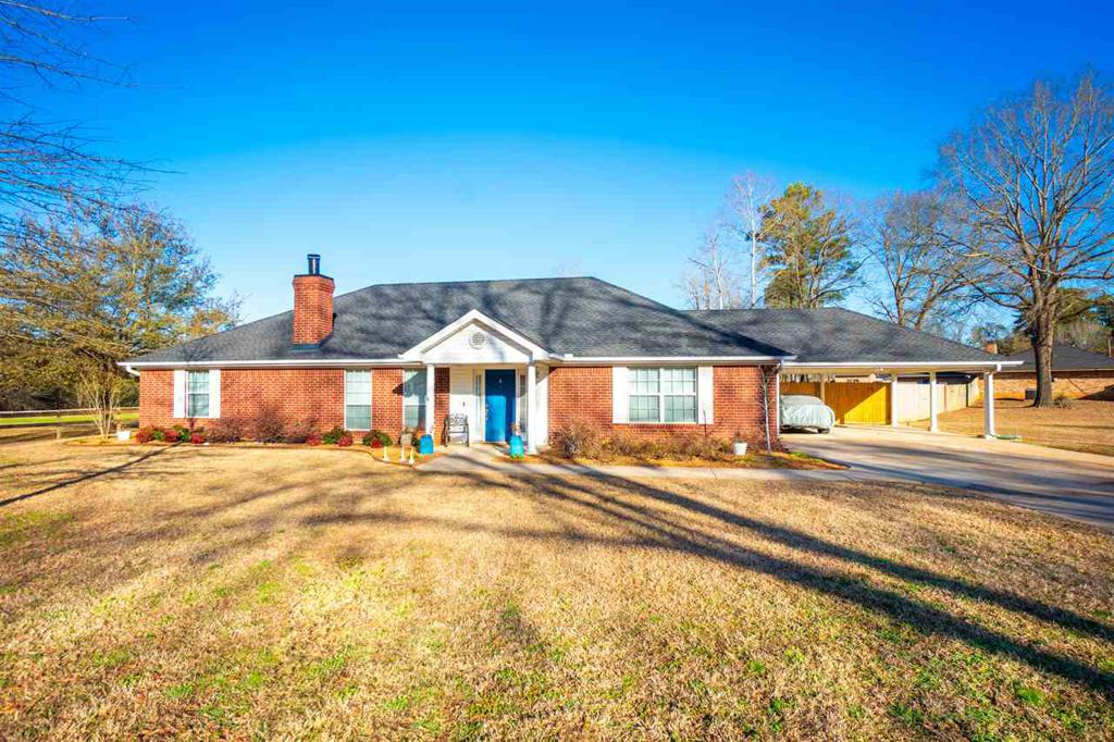 Photo of home for sale at 23 Woodhaven St, Longview TX