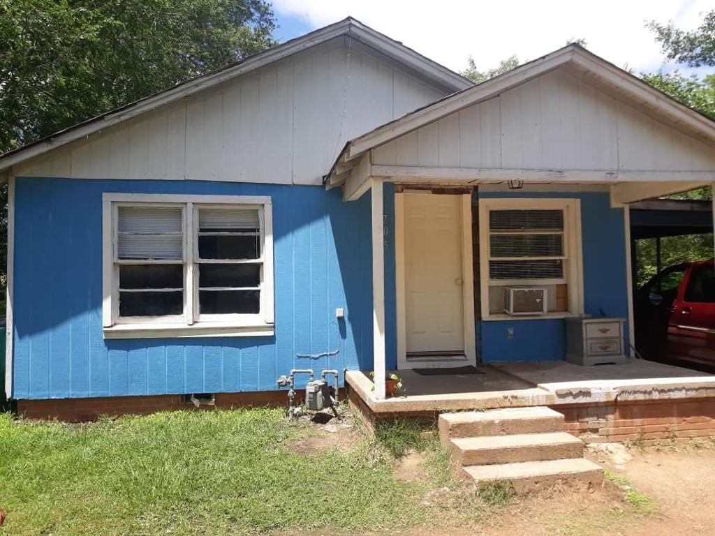Photo of home for sale at 705 Wilson, Henderson TX