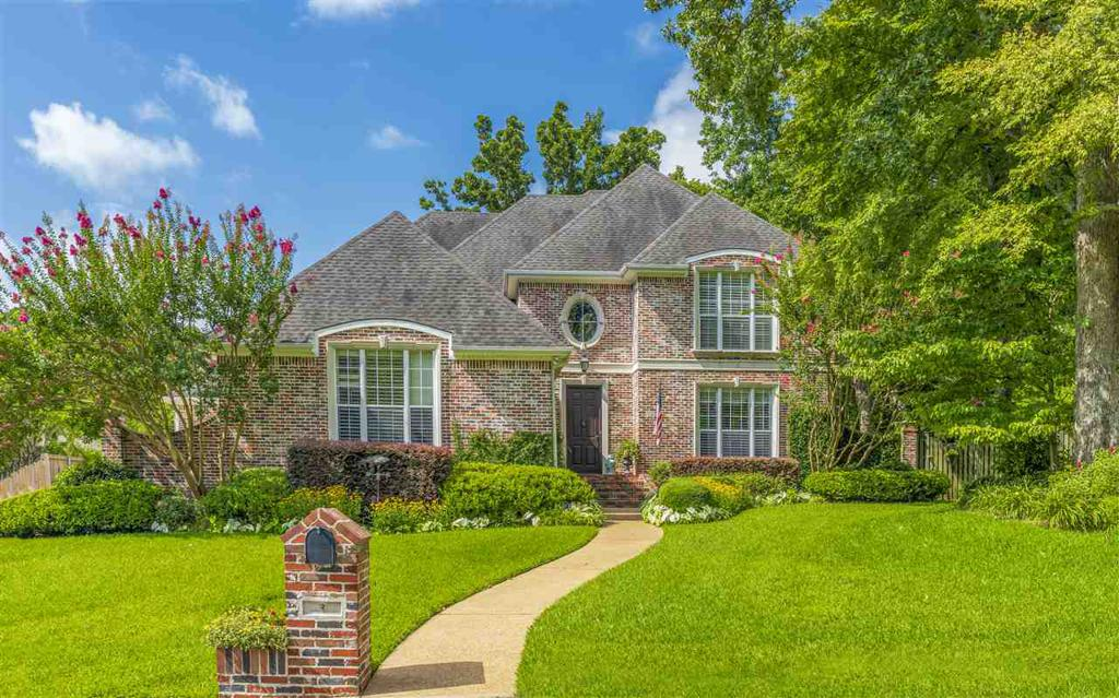 Photo of home for sale at 2 Daisy CT, Longview TX