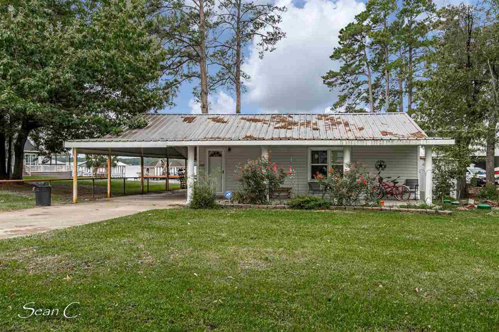 Photo of home for sale at 1040 County Road 184, Carthage TX