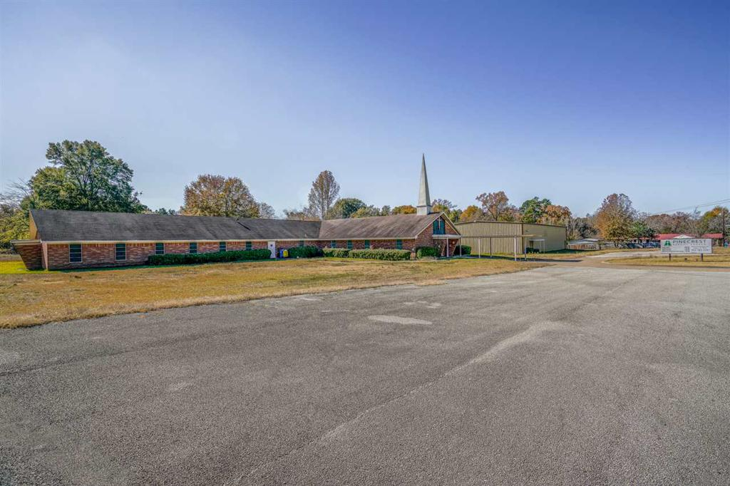 Photo of home for sale at 810 Highway 135, Kilgore TX