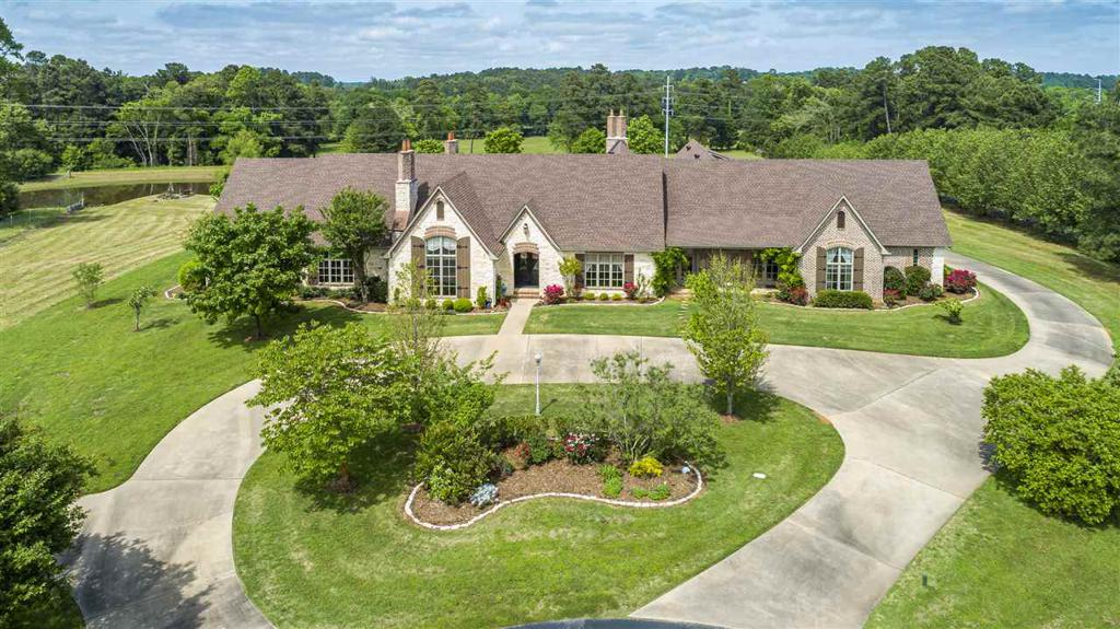 Photo of home for sale at 200 Turtle Creek Bend, Longview TX