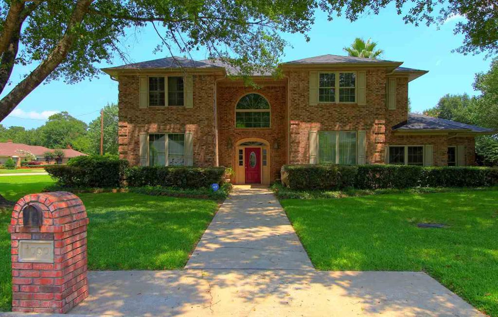Photo of home for sale at 1000 University Dr, Carthage TX