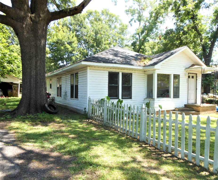 Photo of home for sale at 207 HARRISON ST., Jefferson TX
