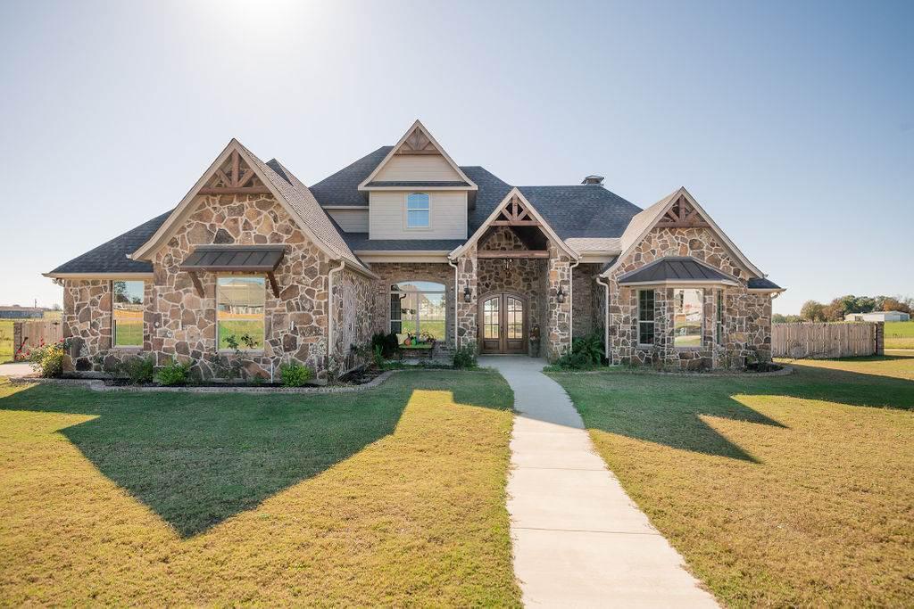Photo of home for sale at 597 Eland Way, Bullard TX