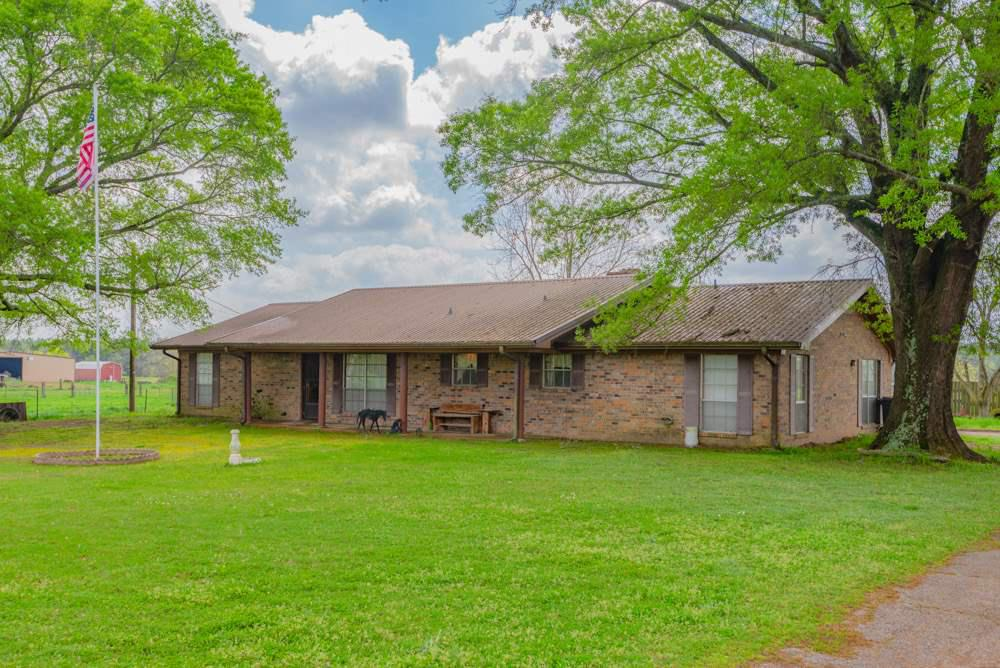 Photo of home for sale at 444 County Road 4104, Daingerfield TX