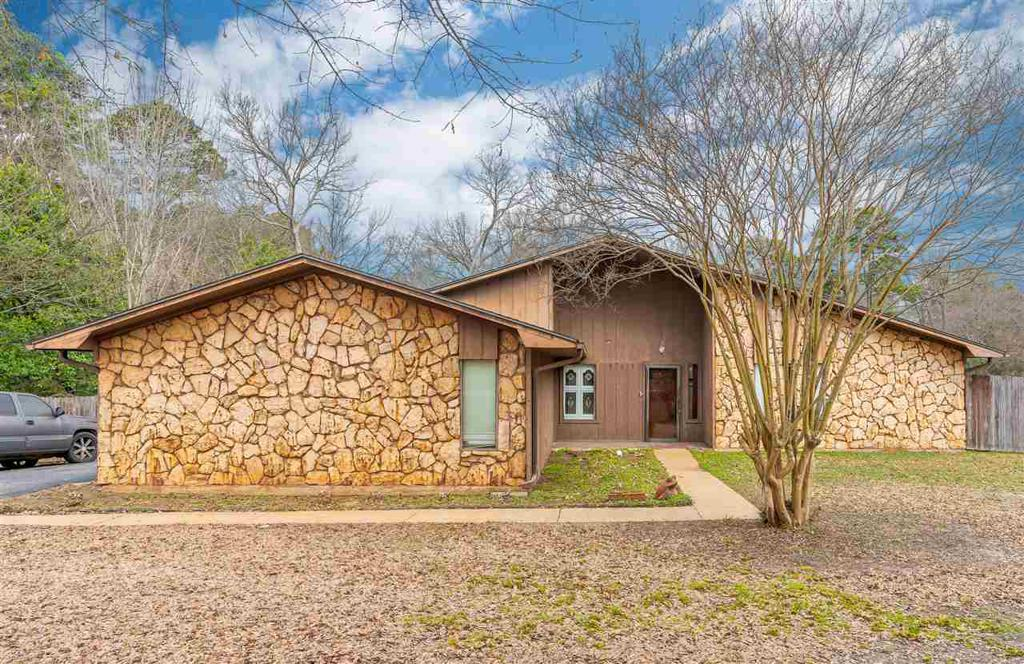 Photo of home for sale at 901 Pocono St, Marshall TX