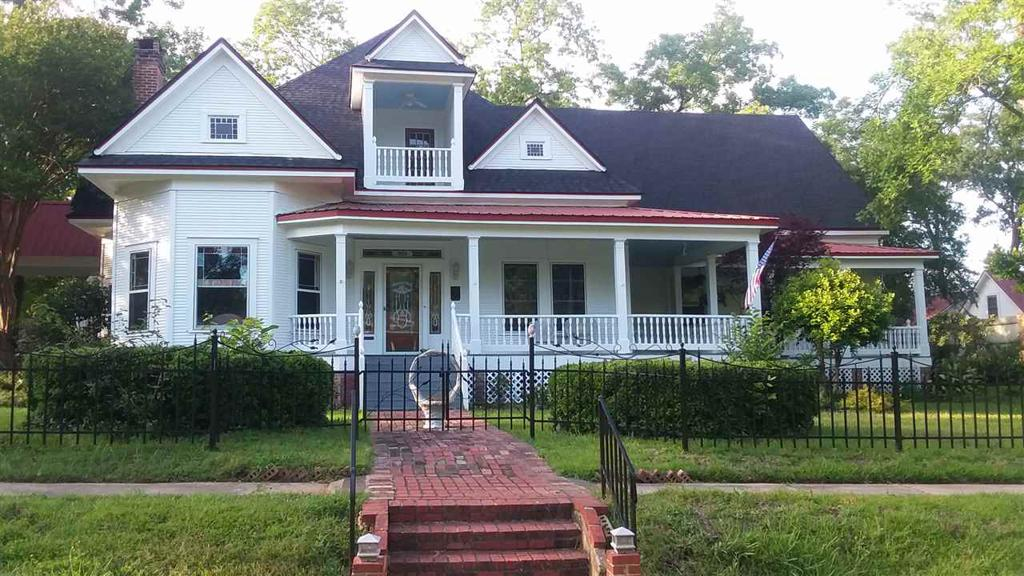 Photo of home for sale at 301 Walker E, Jefferson TX