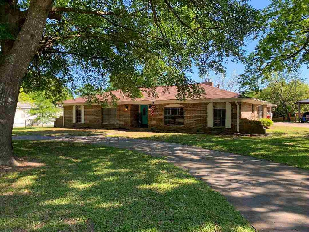 Photo of home for sale at 155 7th NW, Bogata TX