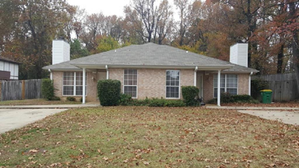 Photo of home for sale at 701/703 Champion, Texarkana TX