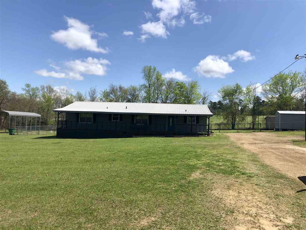 Photo of home for sale at 4912 Zinnia Rd, Diana TX