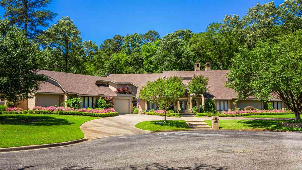 Photo of home for sale at 1 Aster Ct, Longview TX
