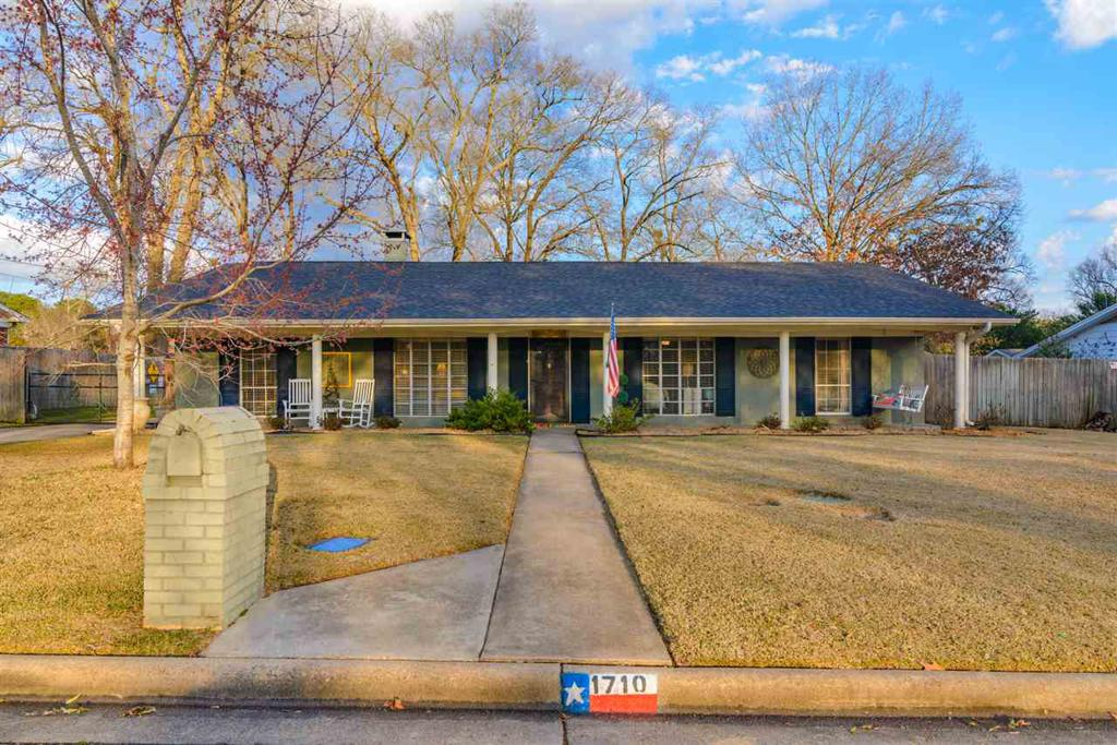 Photo of home for sale at 1710 Buckner Dr, Longview TX