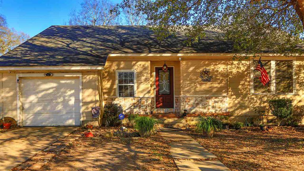 Photo of home for sale at 1504 Hope Cir, Marshall TX