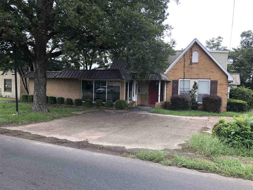 Photo of home for sale at 417 Panola, Carthage TX