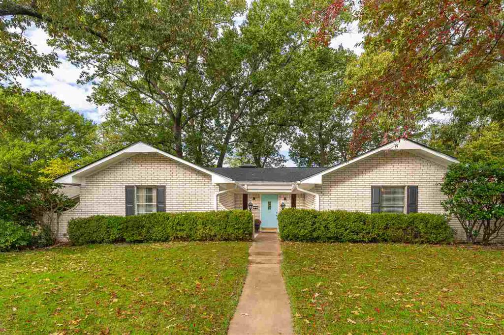 Photo of home for sale at 703 Bryn Mawr, Longview TX