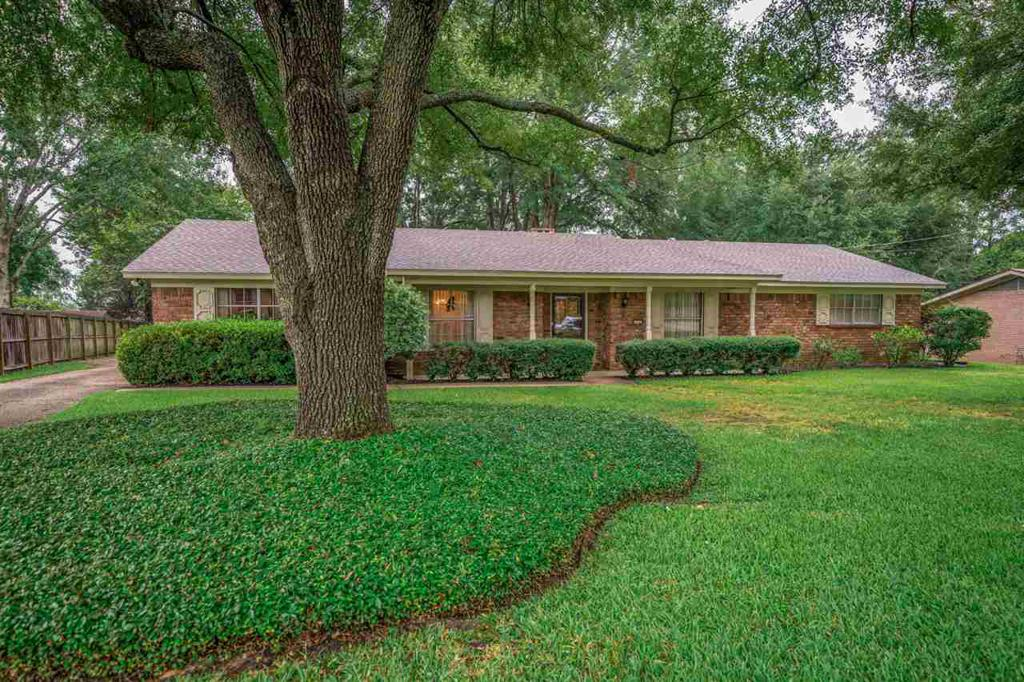 Photo of home for sale at 104 Tulip, White Oak TX