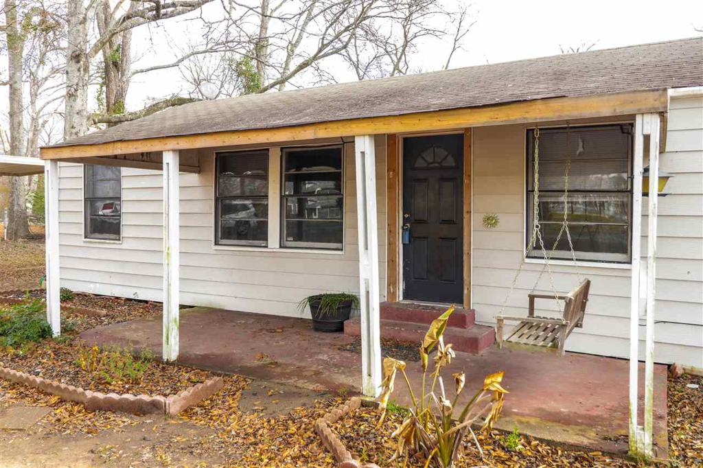 Photo of home for sale at 128 Gilmer Rd, Longview TX