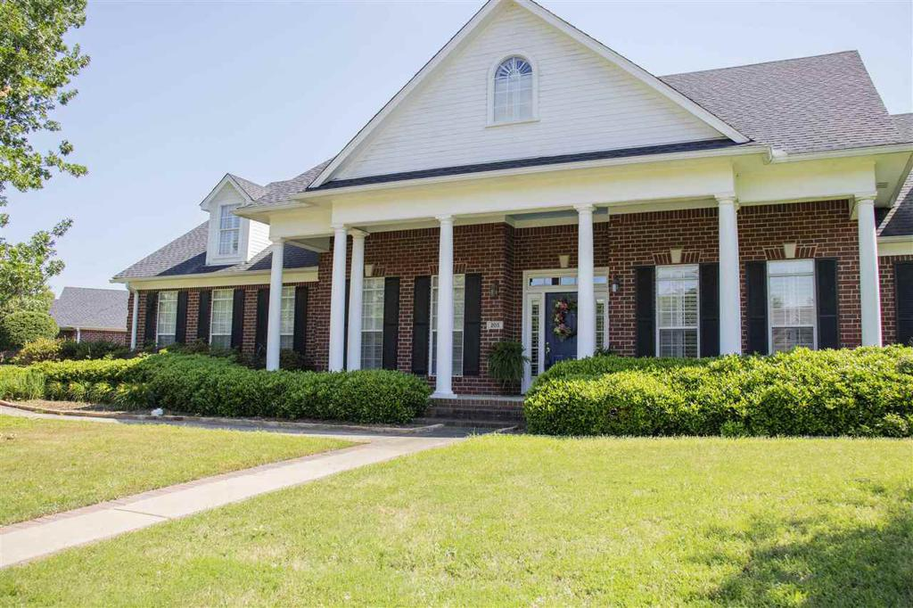 Photo of home for sale at 203 Woodbine Pl, White Oak TX