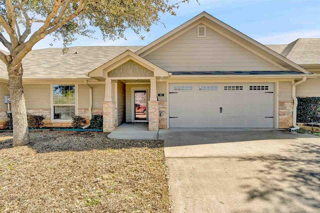 Photo of home for sale at 421 Cumberland Rd #802, Tyler TX