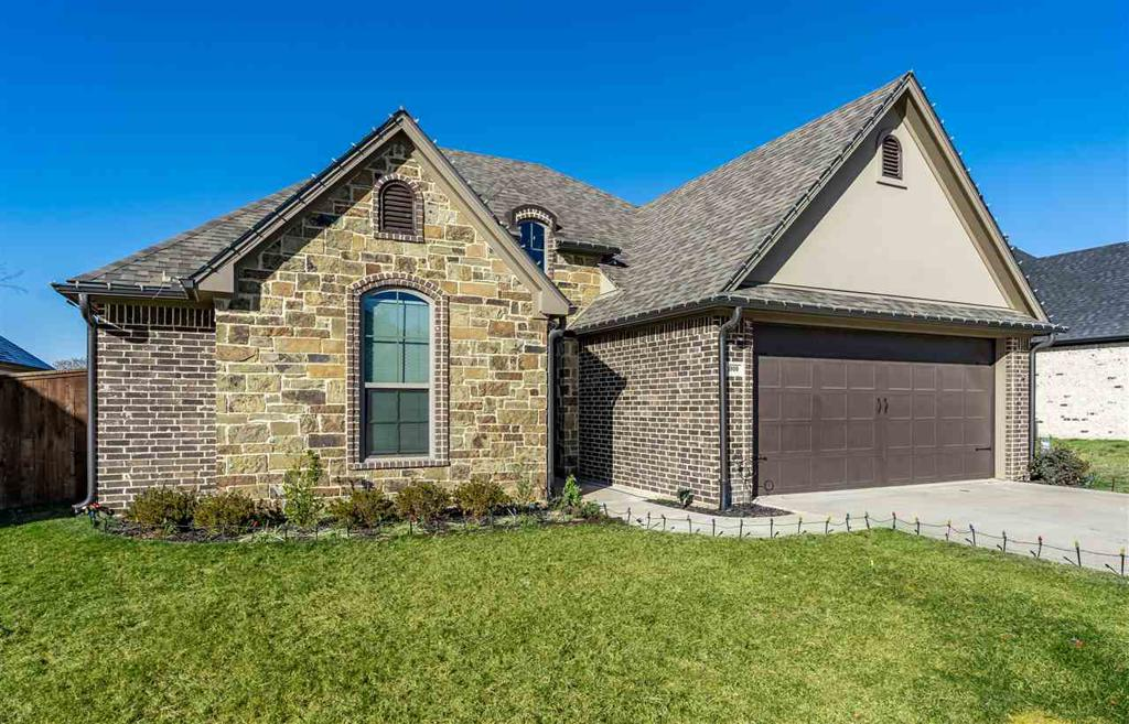 Photo of home for sale at 3909 Gable Crest Ln, Longview TX