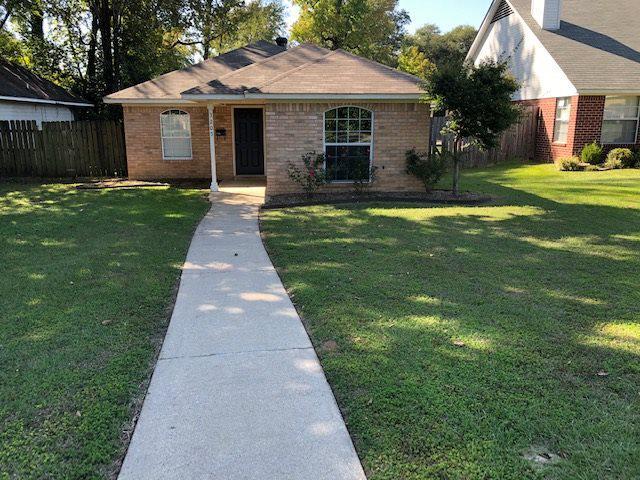 Photo of home for sale at 3205 Hazel, Texarkana TX
