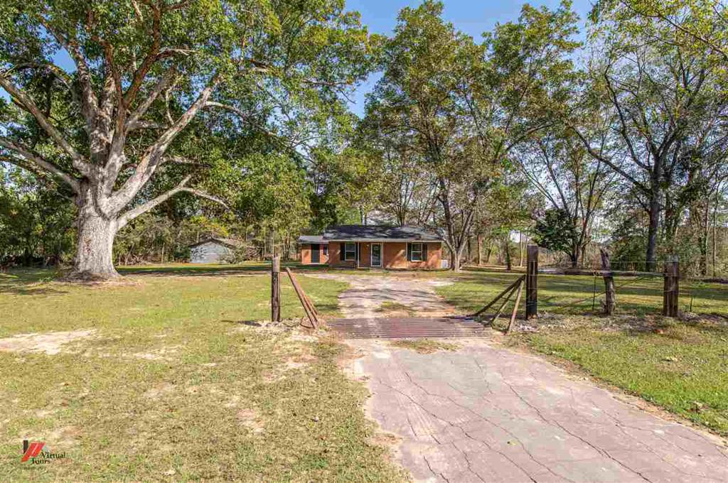 Photo of home for sale at 595 CR 310, Deberry TX
