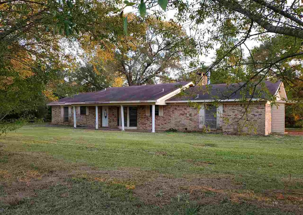 Photo of home for sale at 7099 State Highway 87, Timpson TX