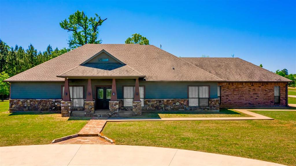Photo of home for sale at 145 Deerfield Rd S, Longview TX