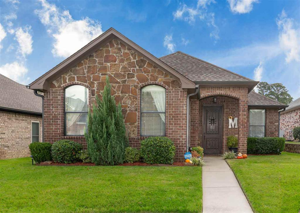 Photo of home for sale at 524 Castlemaine Cir, Longview TX
